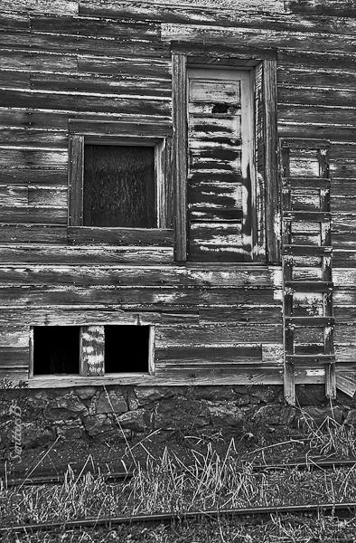 ladder-door-rustic-building-SwittersB