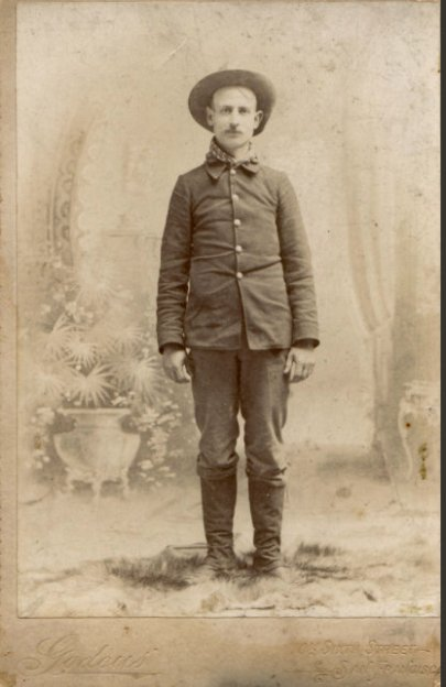 Marcus W. Robertson, 1898...18y/o headed to war. Photo via Mary Gall