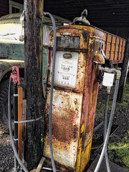 old gas pump-farm-shed-SwittersB