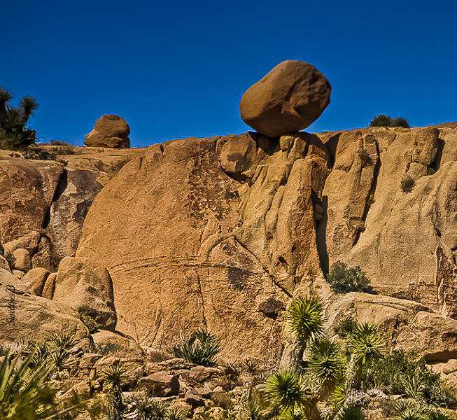 boulder-teetering-Joshua Tree NP-California-SwittersB