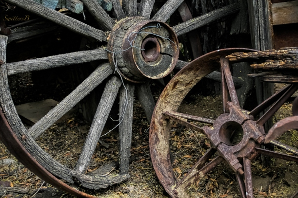 old wagon wheel-wagon-rustic-desert-SwittersB