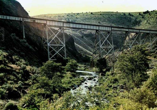 railroad trestle-deschutes-SwittersB