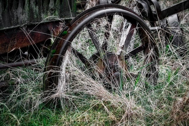 farm-old-machinary-wheel-swittersb
