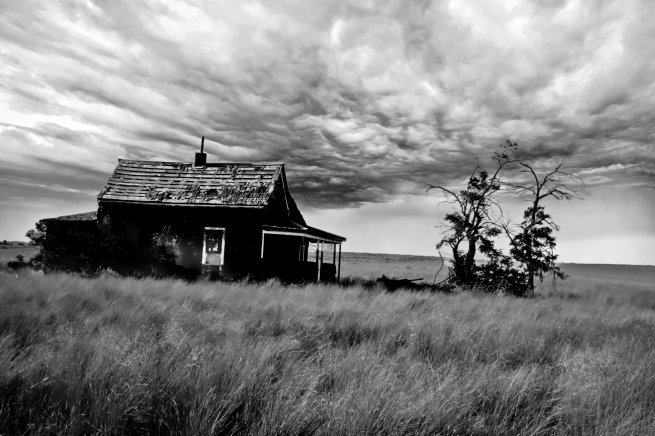 old-ranch-oregon-dark-clouds-swittersb
