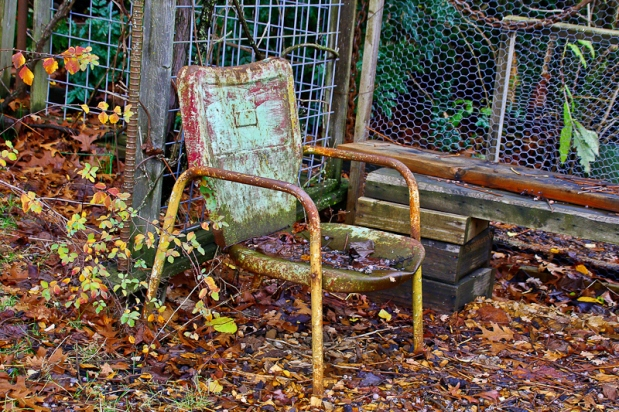 wet-chair-metal-chair-fallen-leaves-swittersb
