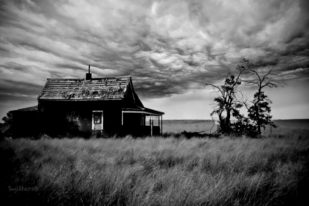 old ranch-Madras-Oregon-dark clouds-SwittersB