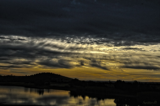 dark clouds-rays-lake-Oregon-SwittersB 2