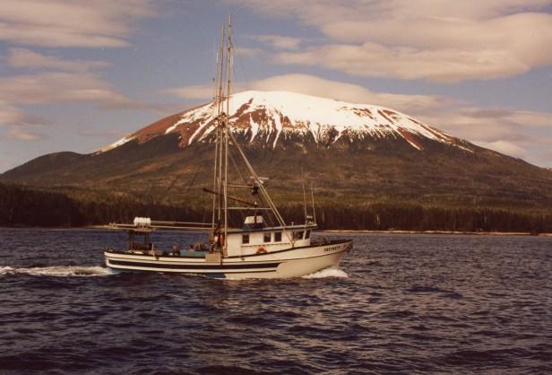 alaska-boat-mtn